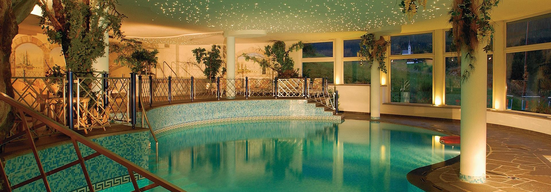 Hotel mit schwimmbad in s dtirol hallenbad 4 sterne s for Hotel dusseldorf mit schwimmbad